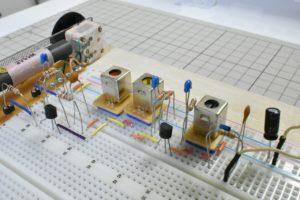 自作した2石スーパーラジオ(中間波増幅タイプ)