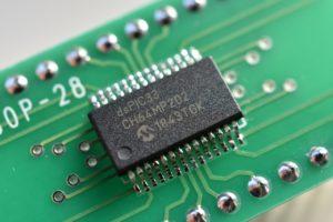 dsPIC33CH64MP202をSSOP-28変換基板にはんだ付けしたところ