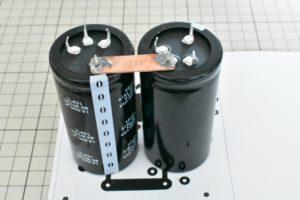 新しく取り付けるコンデンサ(383LX153M080N082)