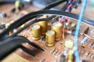 新品の電解コンデンサ