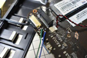 外部PCのタクトスイッチへビニル線をハンダ付け
